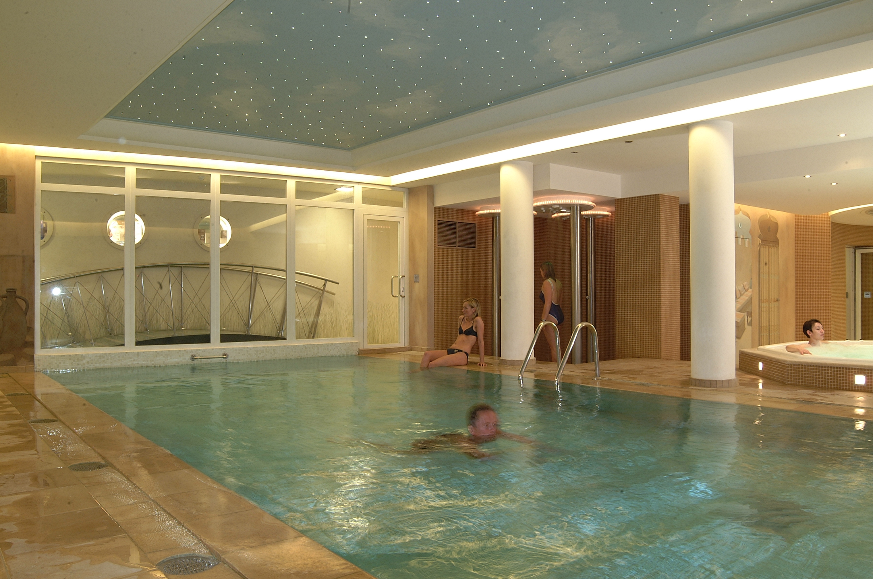 Beach palace hotel online booking blankenberge for Camping cote belge avec piscine
