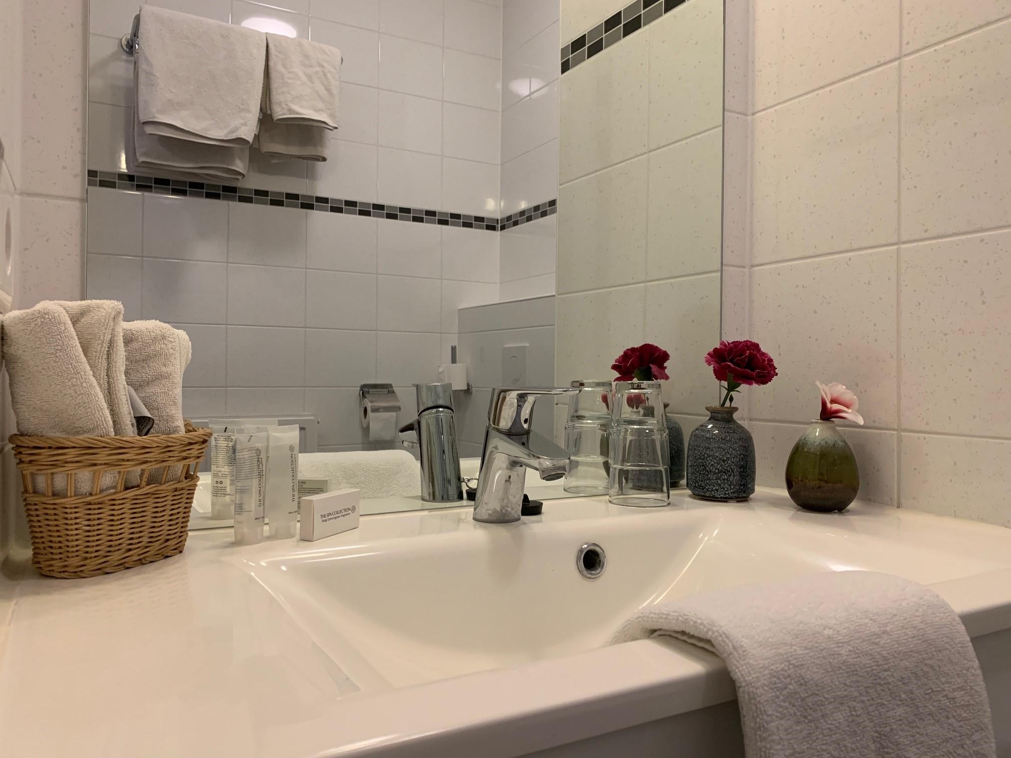Kleiner Kühlschrank Im Hotelzimmer : Hotel erholung kellenhusen hotelzimmer angebote preise