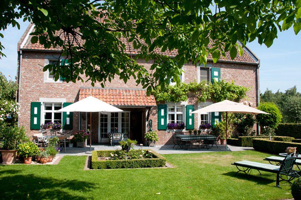 Persoons luxe season tent met badkamer molecaten park waterbos