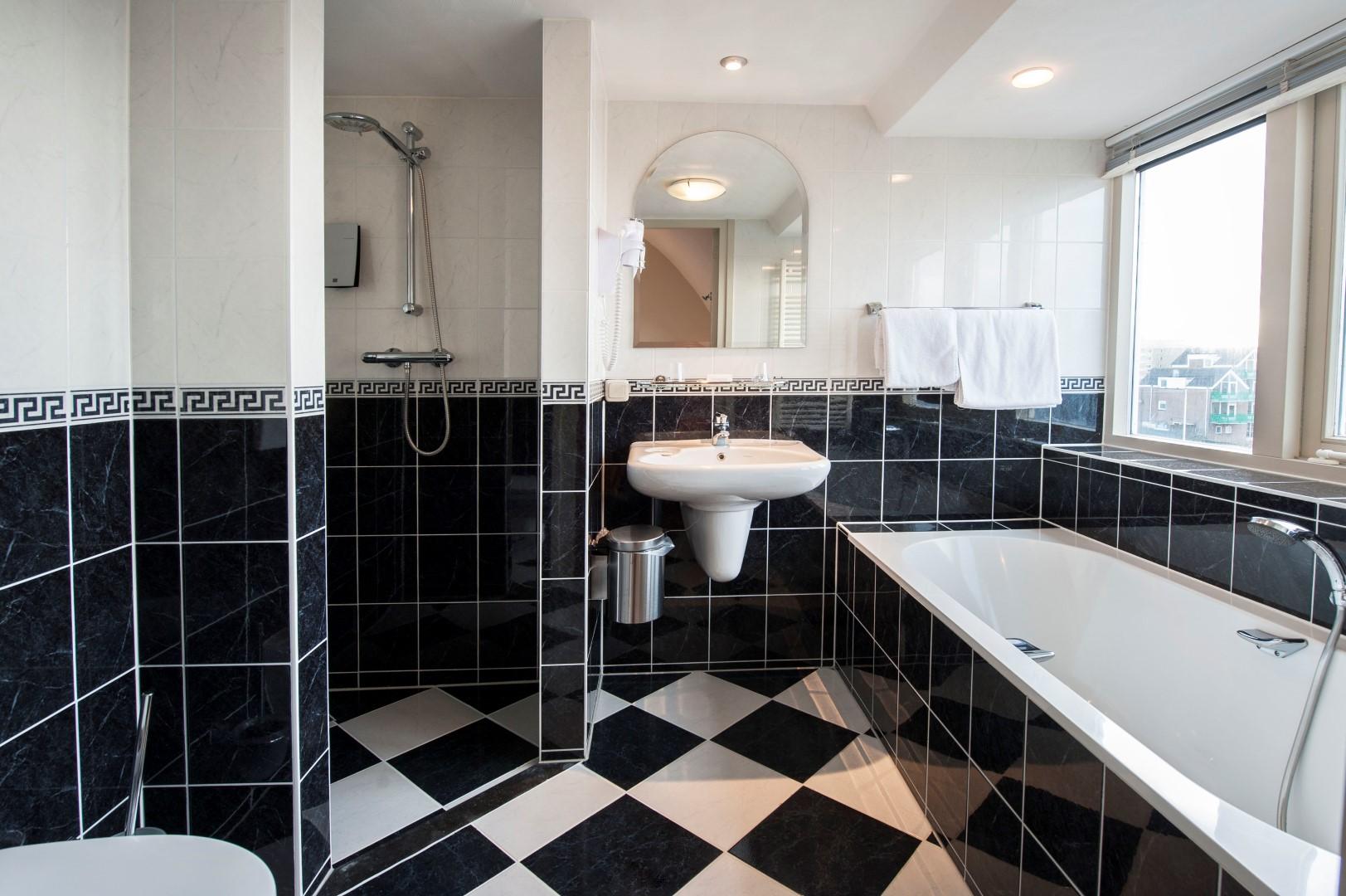 Badkamer Met Whirlpool : Double whirlpool zeezicht kamers hotel victoria