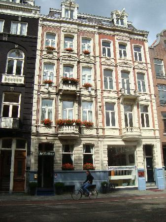 Museum lane hotel amsterdam secure reservations for Art hotel amsterdam